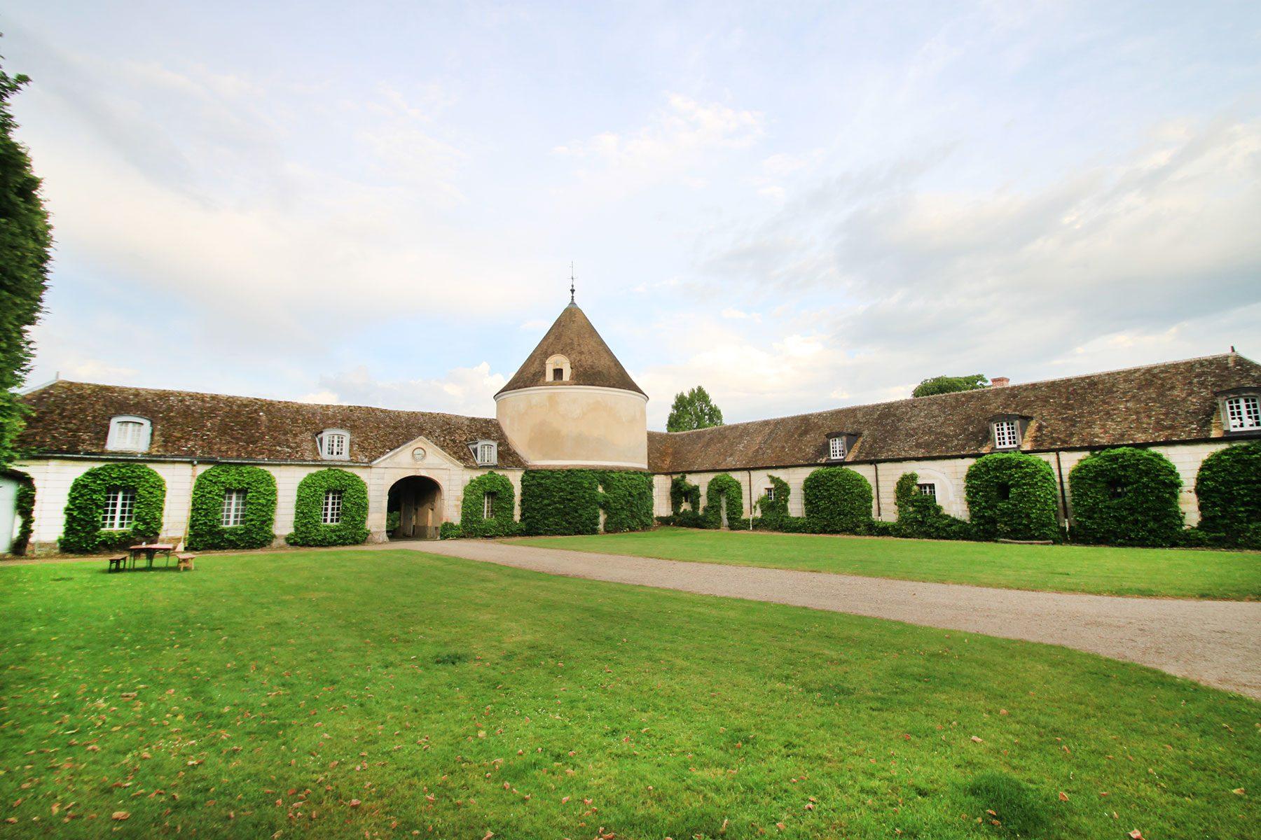 フランスで日本の庭づくり講習会の会場および宿泊施設となった、パリ郊外のミレモン城。