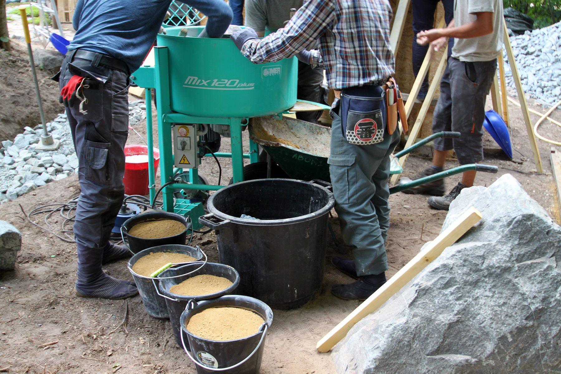 セーヌ川沿いでオリビエさんが発見した黄土。これで版築がつくれます。